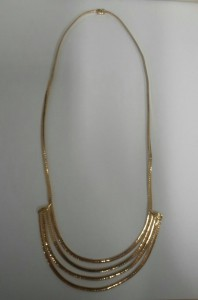 Gold. Collier