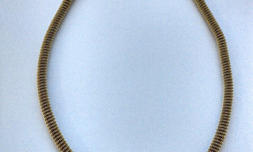 Goldene Halskette mit Weißgold Anhänger