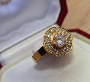 Goldener Ring -750- mit Brillanten