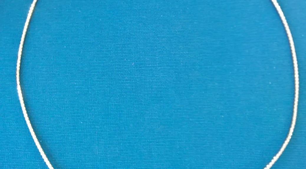 Weißgoldene Kette mit Brillant-Anhänger