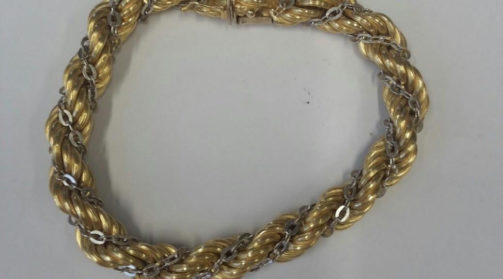 Goldenes geflochtenes Armband