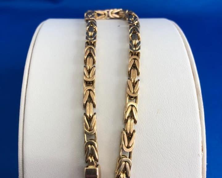 Goldenes Königsarmband