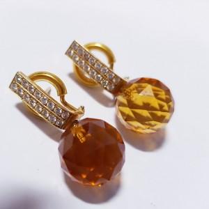 Goldene Ohrstecker mit Brillanten