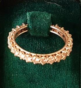 Weißgoldener Memory-Ring mit Brillanten