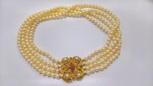 Vierreihige Perlenkette