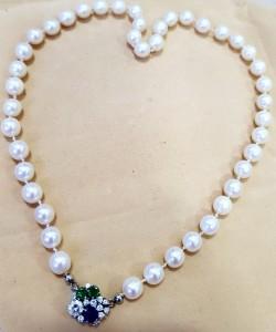 Perlenkette mit Steinen