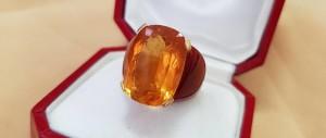 Goldring mit orangen Stein