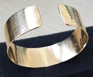 Goldene Armspange