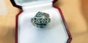 Weißgoldener Ring
