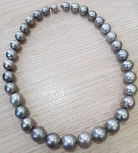 Perlencollier mit weißgoldenen Verschluss