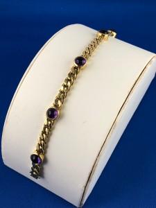 Goldenes Armband mit lila Steinen